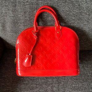 Louis Vuitton Alma PM in vernis